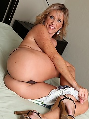 Busty Cougar Jodi Jams White Dildo Into Her Wet Pussy.^karups Older Women Mature Porn Sex XXX Mature Matures Mom Moms Erotic Pics Picture Gallery Free